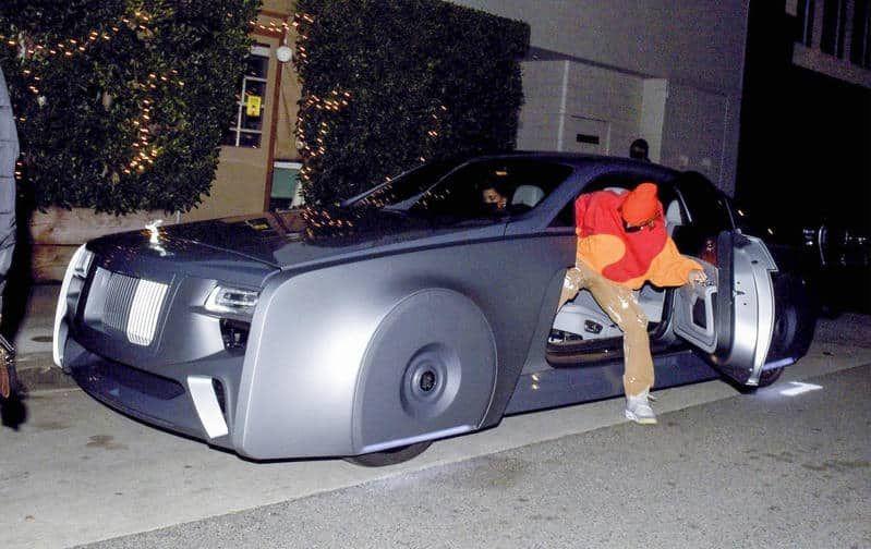 Justin Bieber fue criticado tras mostrarse con su nuevo Rolls-Royce futurista