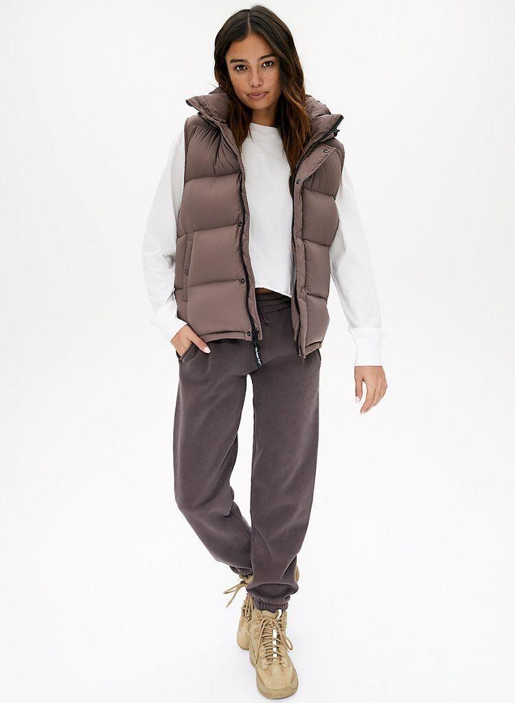 Chaleco, la prenda aliada de los mom jeans y favorita para la próxima temporada