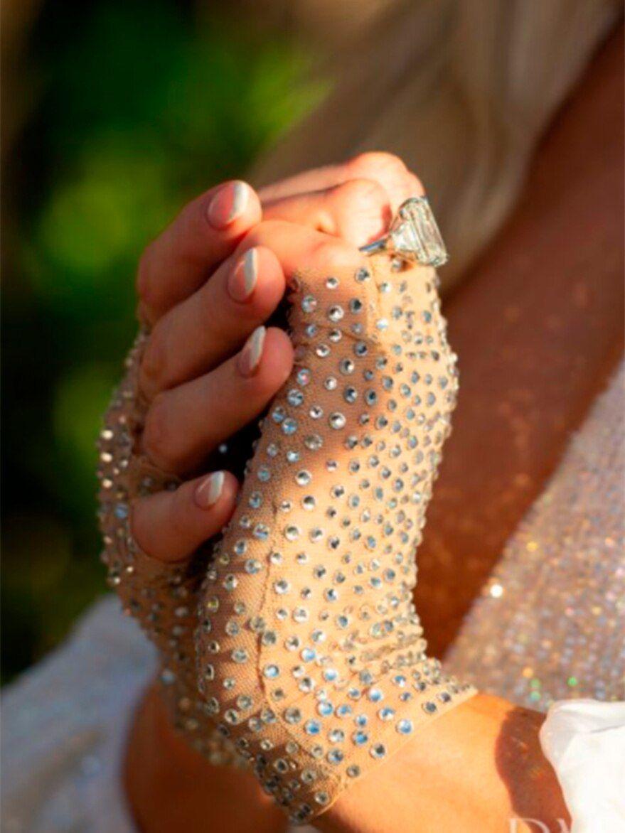 Paris Hilton se comprometió