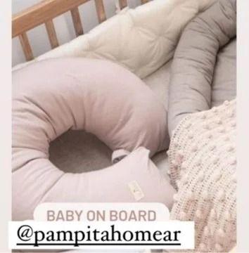 Pampita mostró algunos detalles de la habitación de su beba