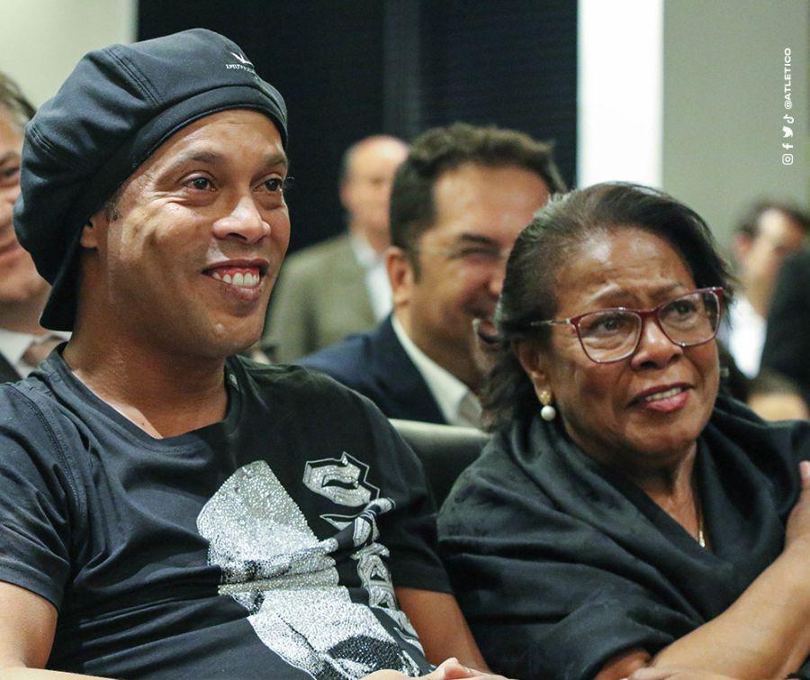 Falleció la mamá de Ronaldinho, víctima del Coronavirus