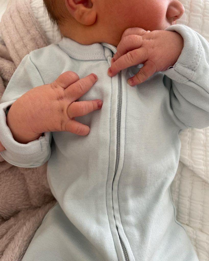 Mandy Moore fue mamá y compartió la primera foto de su bebé