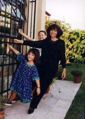 Luisa Valenzuela con sus nietos