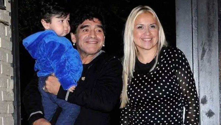 Dieguito Fernando con sus padres