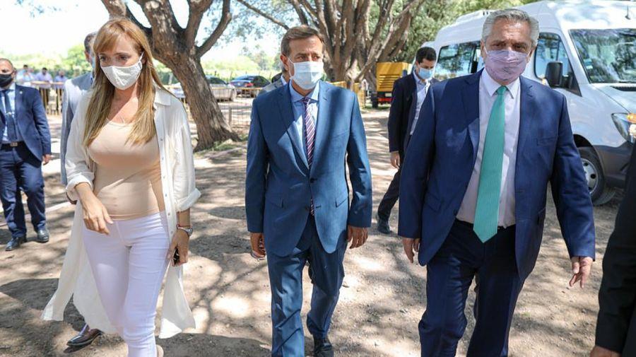 El presidente Alberto Fernández en Mendoza, junto al gobernador Suárez y la senadora Fernández Sagasti.