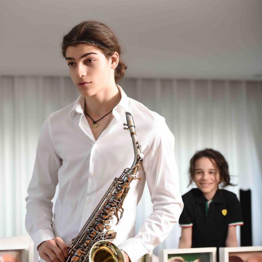 Luca Bertoldi, el hijo de Zulemita Menem: músico, rugbier y galán