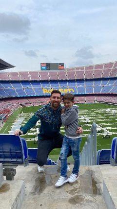 Thiago Messi, el compañero de Leo para la votación en las elecciones de Barcelona