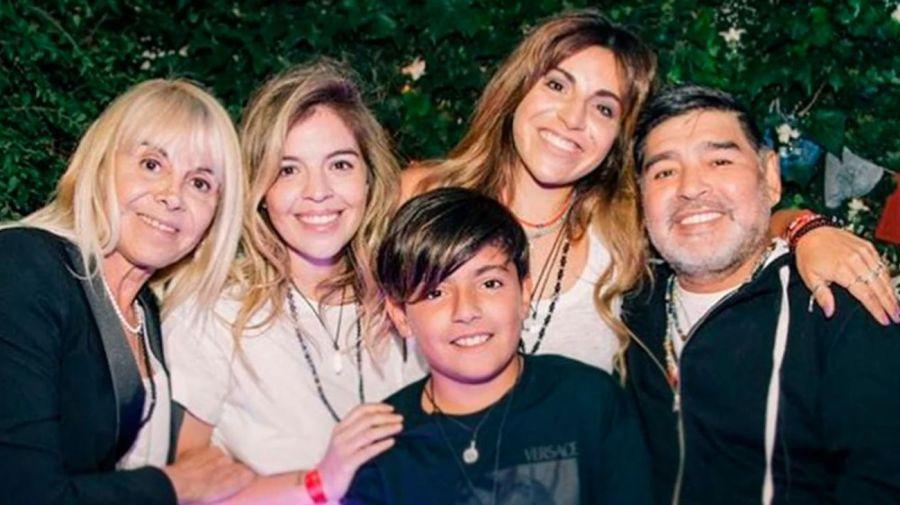 Diego Maradona , Claudia Villafañe, Dalma, Gianinna