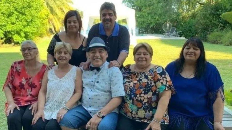 Diego Maradona y sus hermanas y hermanos