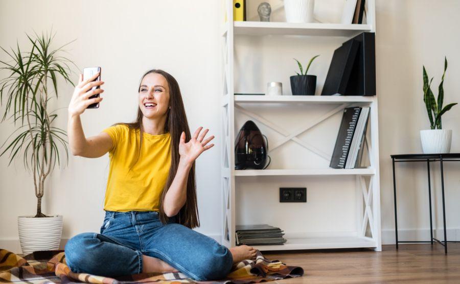 La mayoría de las mujeres considera que el celular es una herramienta efectiva para estudiar y trabajar.