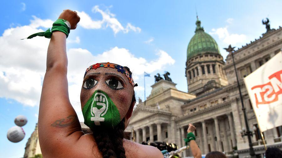 Mujeres y diversidades en movilizaciones masivas para conmemorar el 8M.