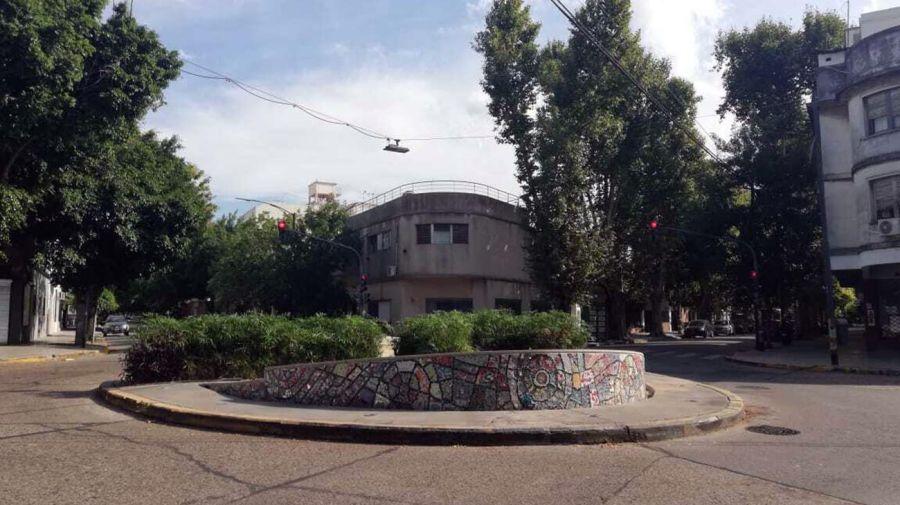 La rotonda que es también centro del barrio.