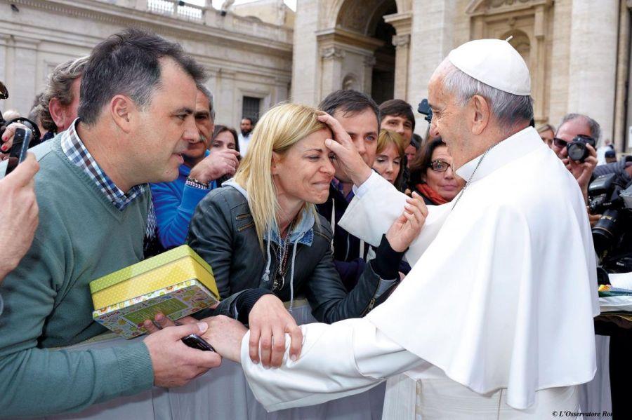Eugenia Tobal reveló que fue extorsionada por un periodista tras su encuentro con el Papa
