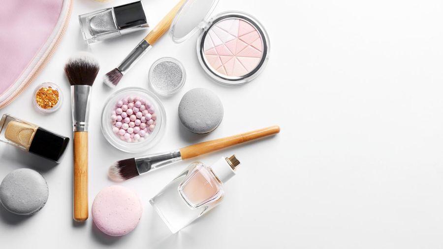10 productos de make up que no podes dejar de llevar en la cartera