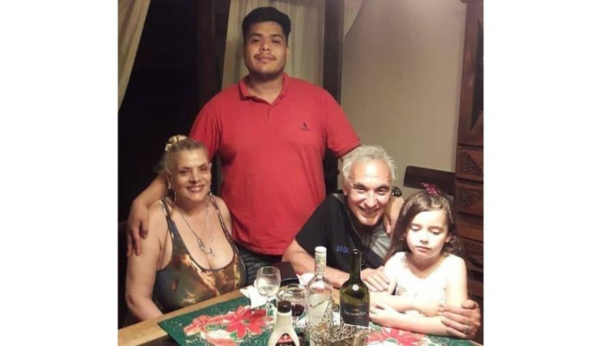 Lia Crucet, su hijo y Tony Salatino