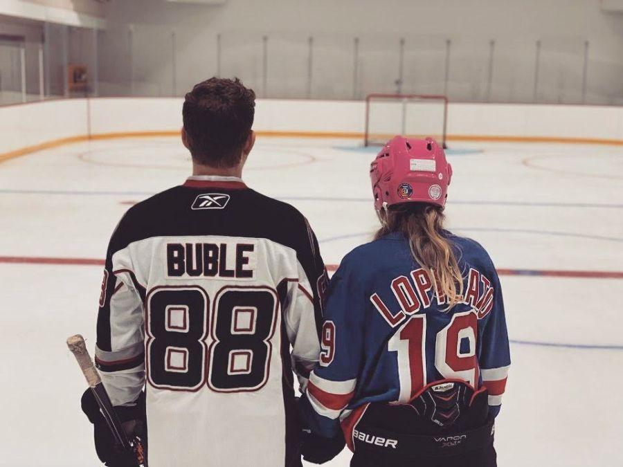 Luisana Lopilato y Michael Bublé mostraron la pista de hockey sobre hielo que tienen en su casa