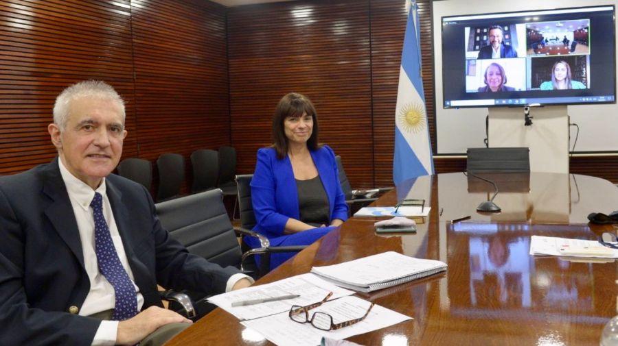 Rosario Lufrano y Eliseo Álvarez, en la sala de reuniones de la TVP