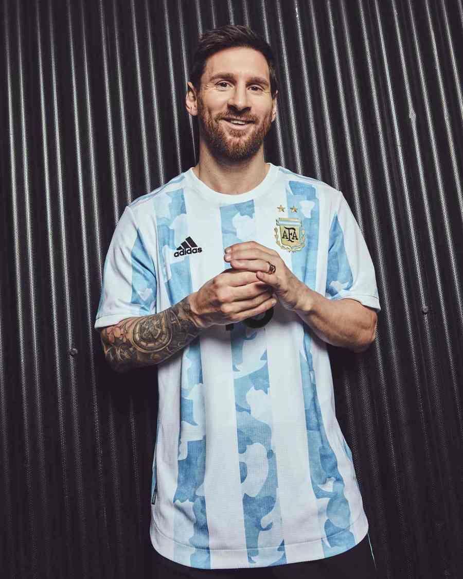 Leo Messi y Paulo Dybala ya visten la nueva camiseta de la Selección Argentina