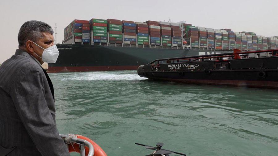 Buque encallado en el Canal de Suez 20210325