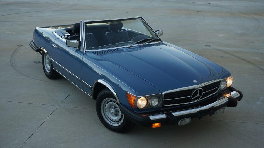 Manejamos un Mercedes-Benz 350 SL a 50 años de su lanzamiento