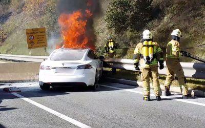 ¿Qué pasa si se prende fuego un auto eléctrico?
