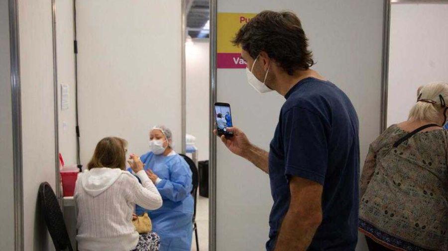 La Ciudad comenzó a vacunar a los mayores de 75 años contra el coronavirus 20210331