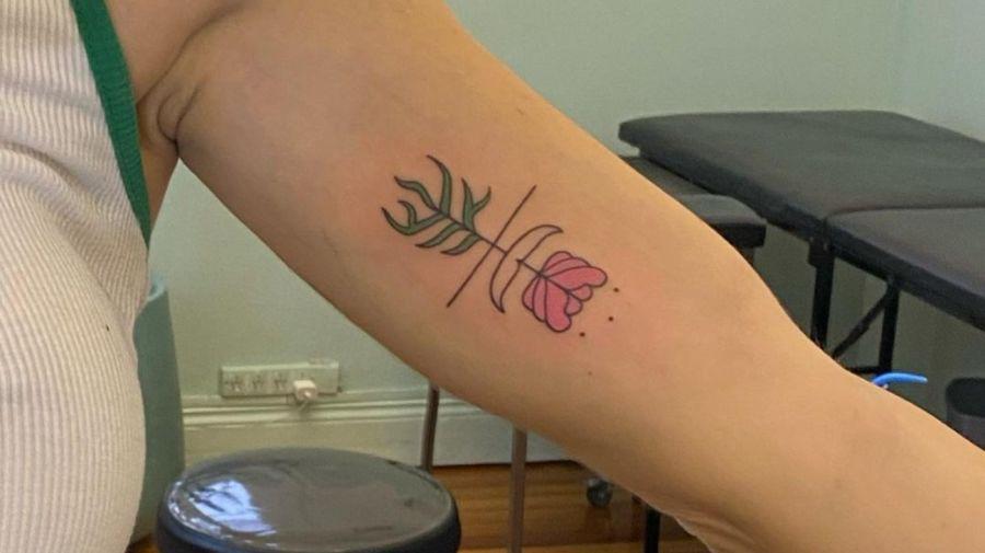 Tatuaje Flor de involucion - Jimena Baron