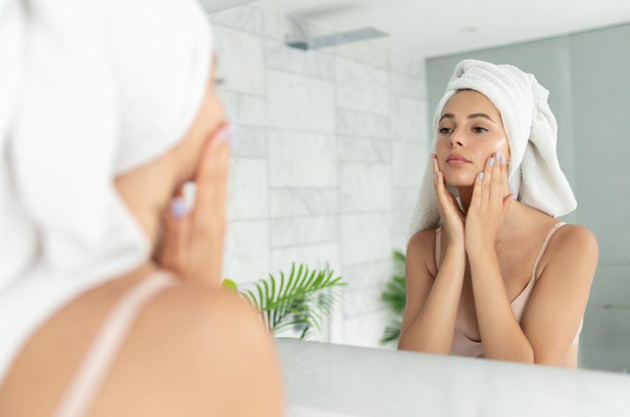 El colágeno mejora la luminosidad de la piel, la hidrata, evita la flacidez y contiene antioxidantes que la preservan del envejecimiento.
