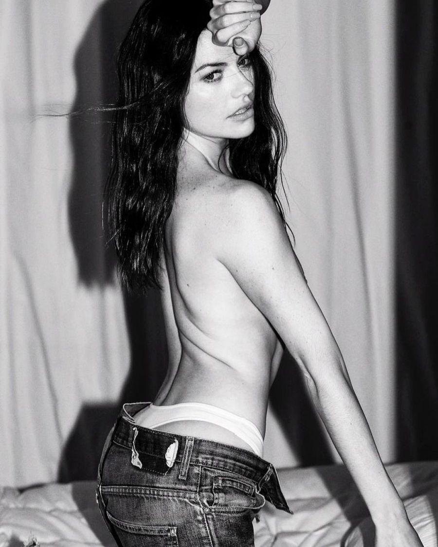 En topless y diminuta ropa interior: Sofía