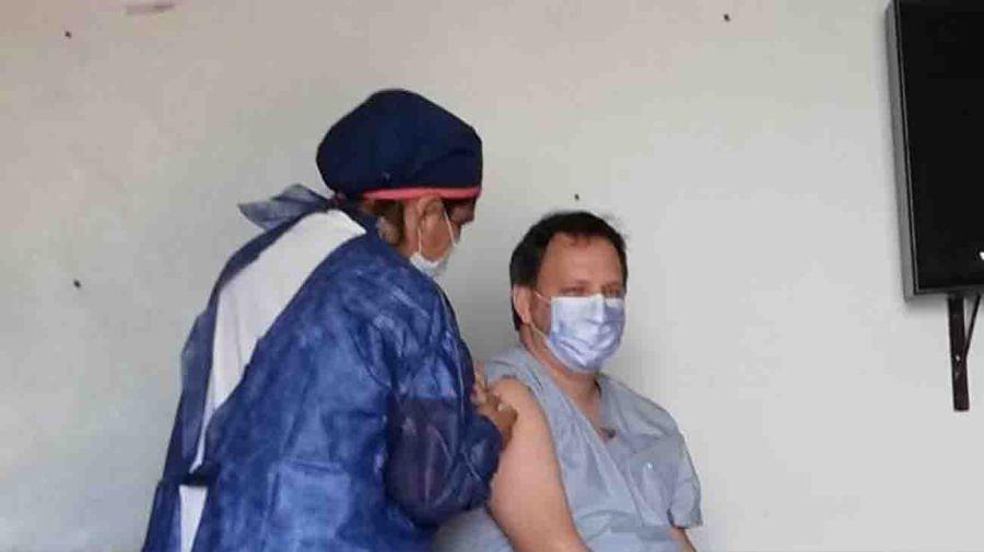 20210414 vacuna enfermero rosenweig
