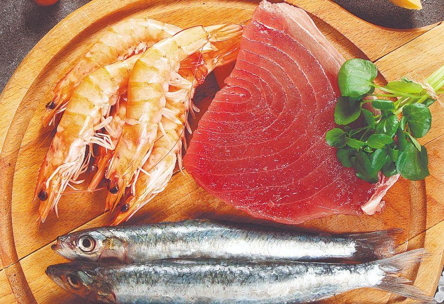 Los mariscos y los pescados de mar, como el bacalao, el róbalo, el abadejo y la perca son ricos en yodo