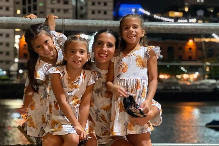 Cinthia Fernández y sus hijas