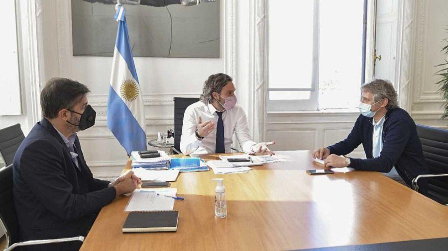 El jefe de Gabinete, Santiago Cafiero, con sus pares de la Ciudad, Felipe Miguel, y de Buenos Aires, Carlos Bianco