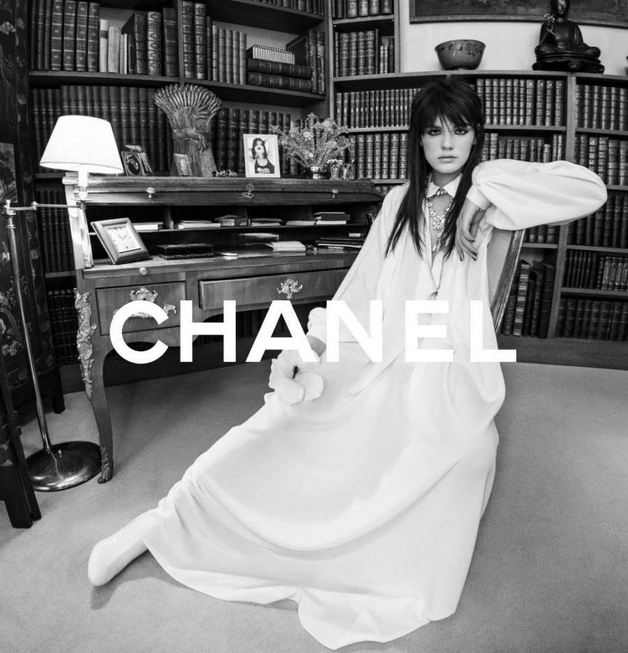 Con Charlotte Casiraghi como musa, Chanel presentó su colección cruise 2021