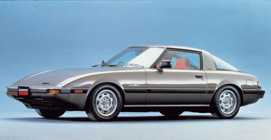 Mazda RX-7 Esperando la Carroza