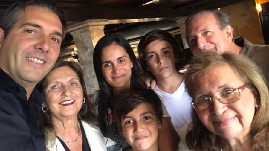 Franco Mercuriali, su suegra, su esposa y sus hijos