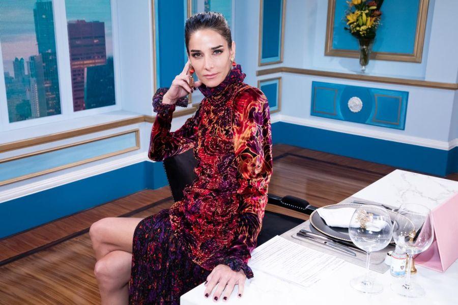 Mirá el look terciopelo multicolor de Juana Viale para