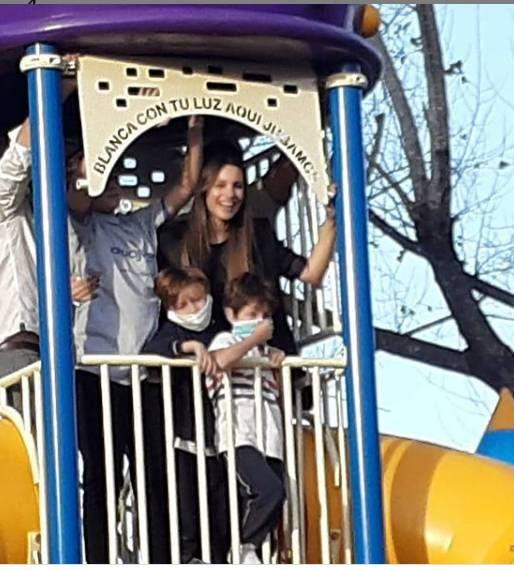 Benjamín Vicuña acompañó a Pampita y sus hijos en el homenaje a Blanca