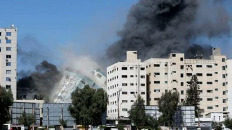 Misiles israelías destruyeron un edificio de prensa en Gaza