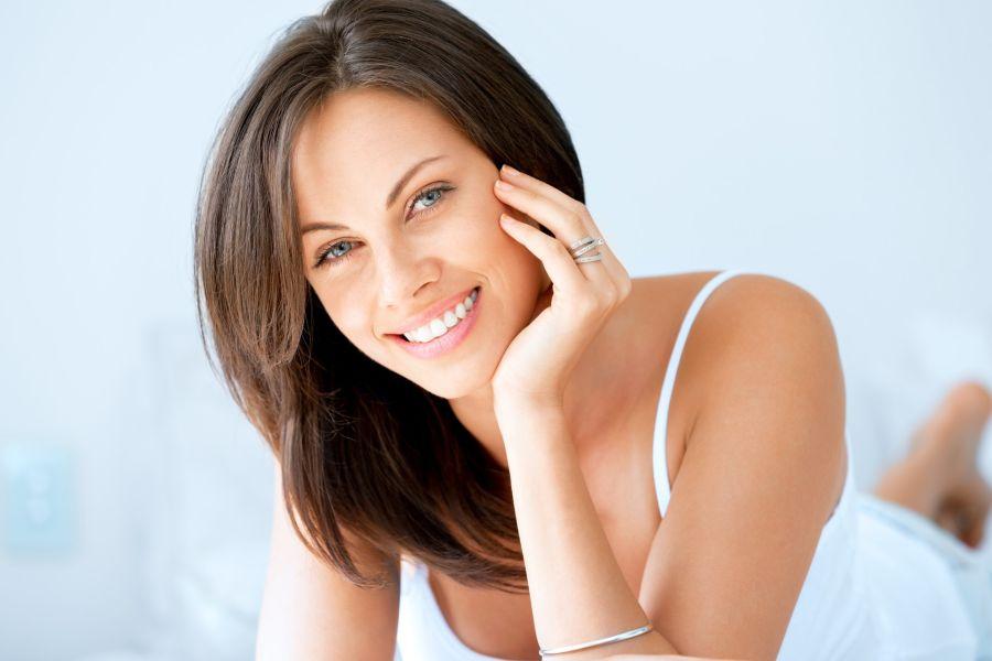El retinol es un activo multifuncional de alta potencia que actúa sobre la mayoría de las necesidades de la piel.