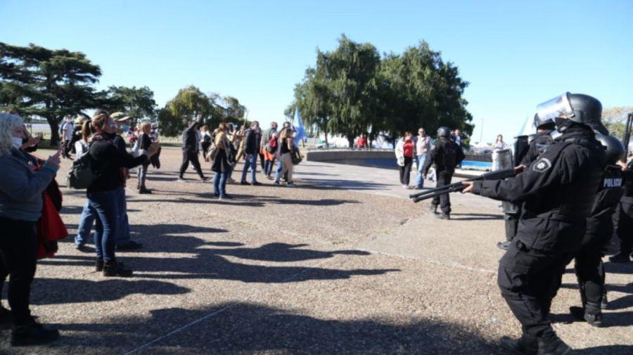 Protesta anticuarentena Monumento Bandera Rosario g_20210525