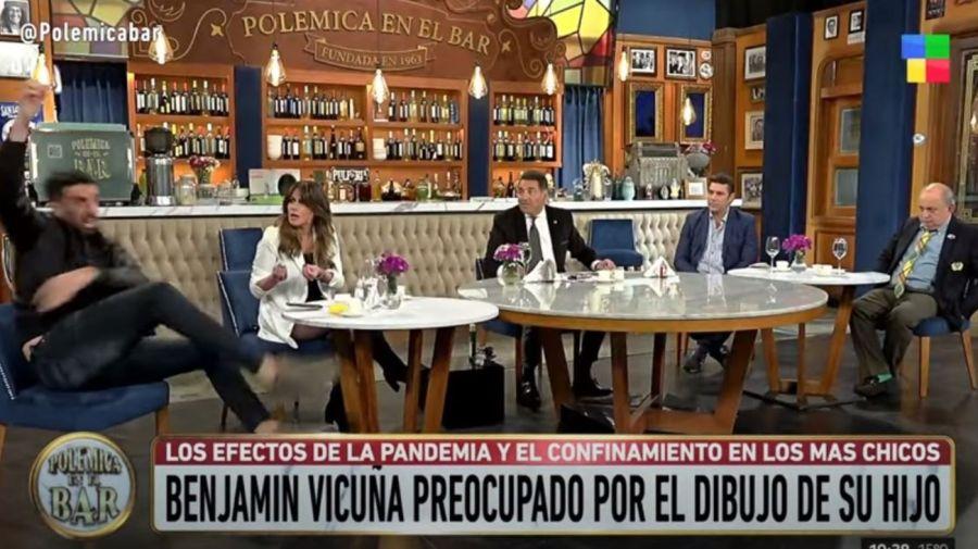 Patada Flavio Azzaro en Polemica en el Bar