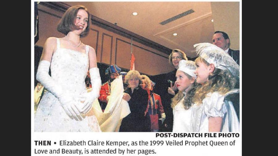 Ellie Kemper en el Veiled Prophet Ball