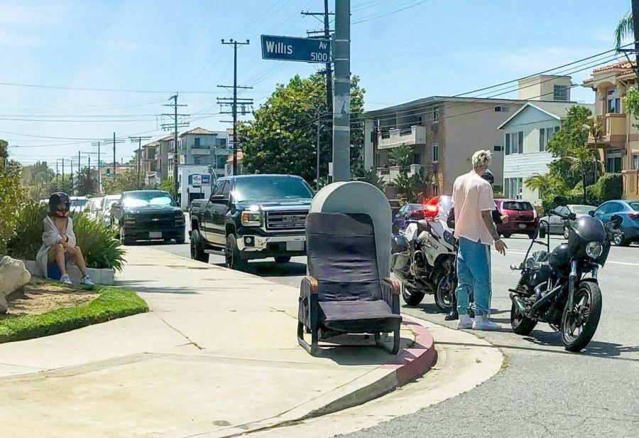 Megan Fox y su novio Machine Gun Kelly fueron multados por la policía mientras andaban en moto
