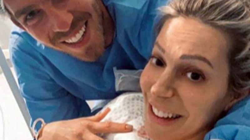 Noelia Marzol y su bebé recién nacido