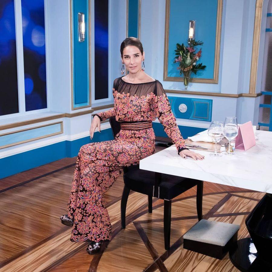 Juana Viale en la mesa de Mirtha Legrand: Conocé cada detalle de su fantástico look