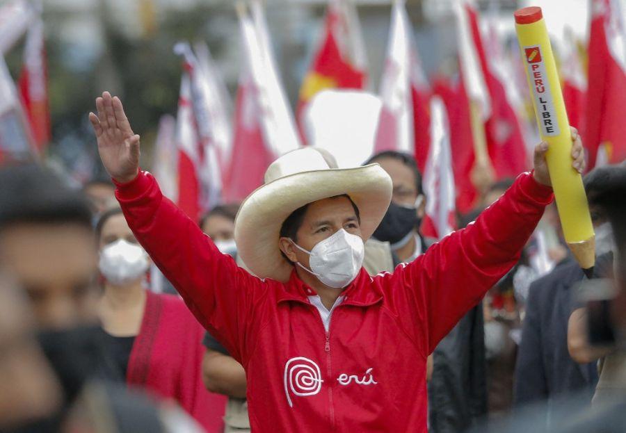 Keiko Fujimori lidera por un punto con el 88.8 % escrutado en Perú