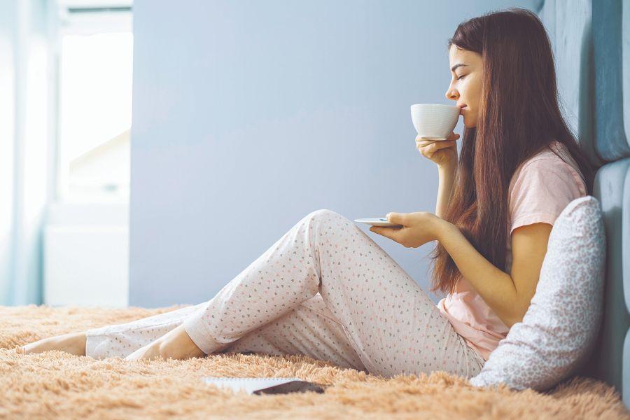 Hay que respetar el ritmo de las cuatro comidas diarias, con horarios fijos, para evitar la sensación de hambre y el picoteo, que agrega calorías de más.