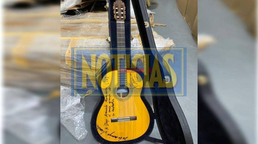 Guitarra firmada