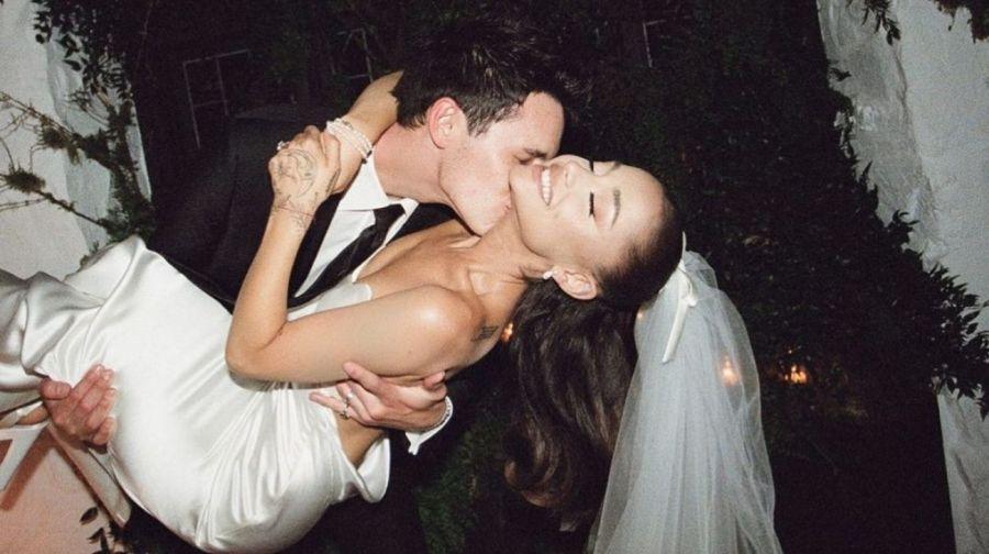 Ariana Grande mostró detalles de su boda y el vestido de espalda descubierta que fue sensación